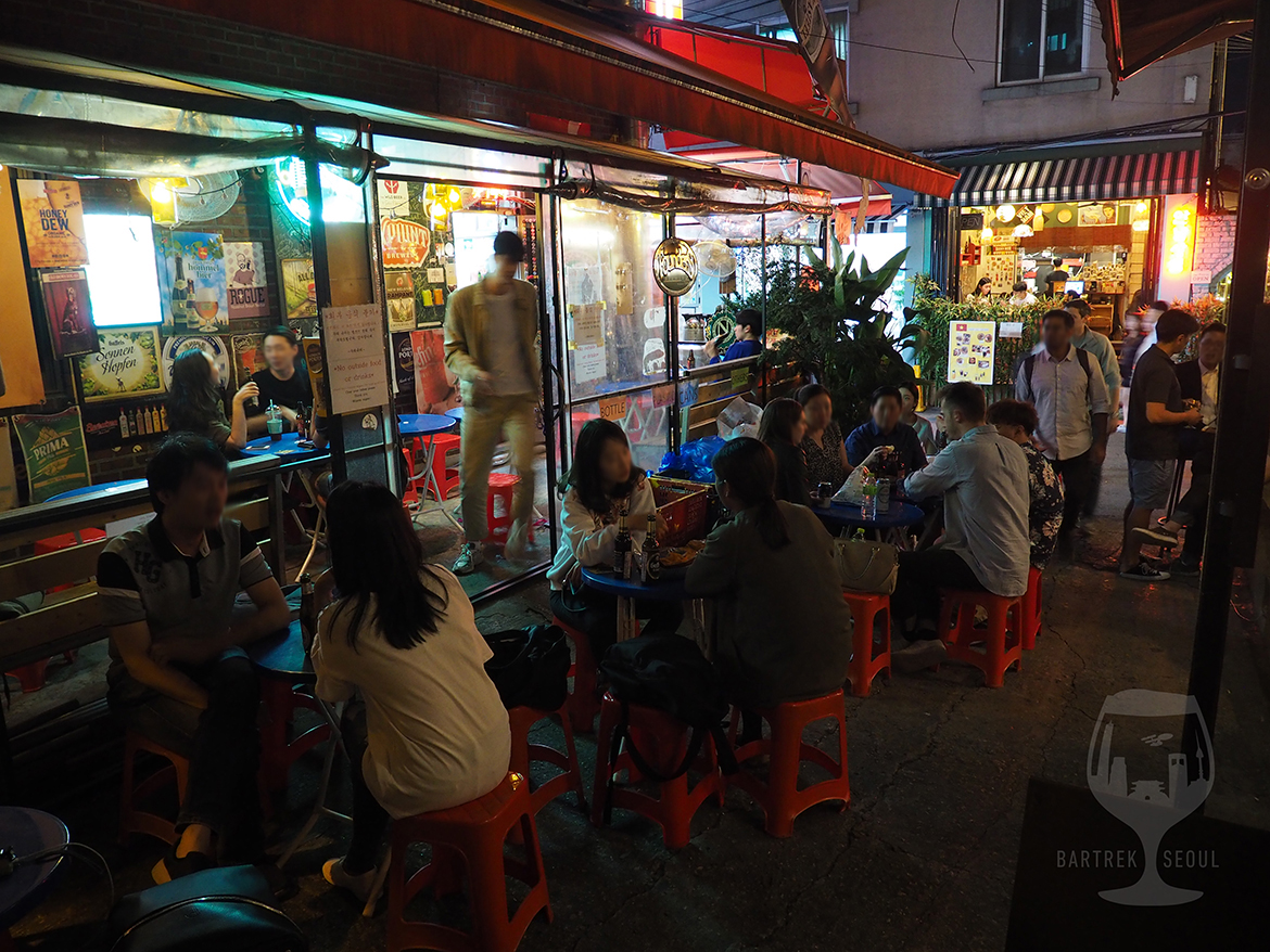 During the busiest nights the seating area spreads to the streets.