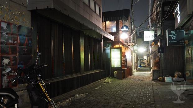 Narrow street takes you to Sam Cooke bar.