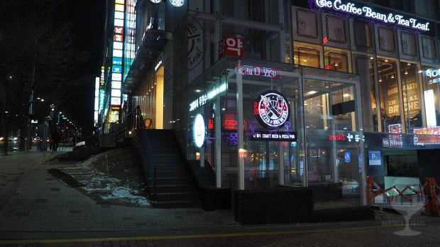 Entrance to the Korean craft beer pub-